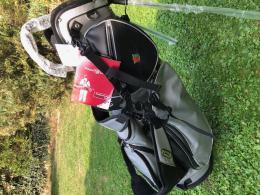 WILSON STAFF golf STAND BAG DE LUXE Performance Carry ERGO TOP - AKCE - zvětšit obrázek
